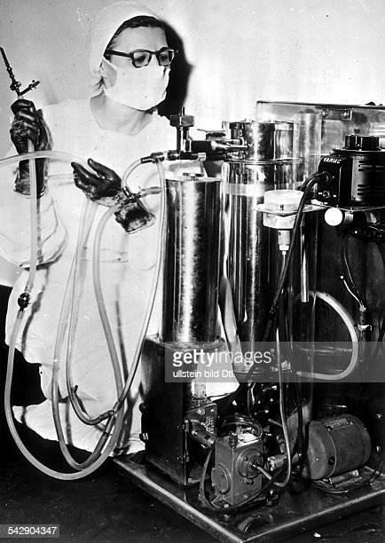 HerzLungenMaschine wird im HahnemannHospital in Philadelphia / USA erprobt Die Maschine wurde von Charles P Bailey entwickelt