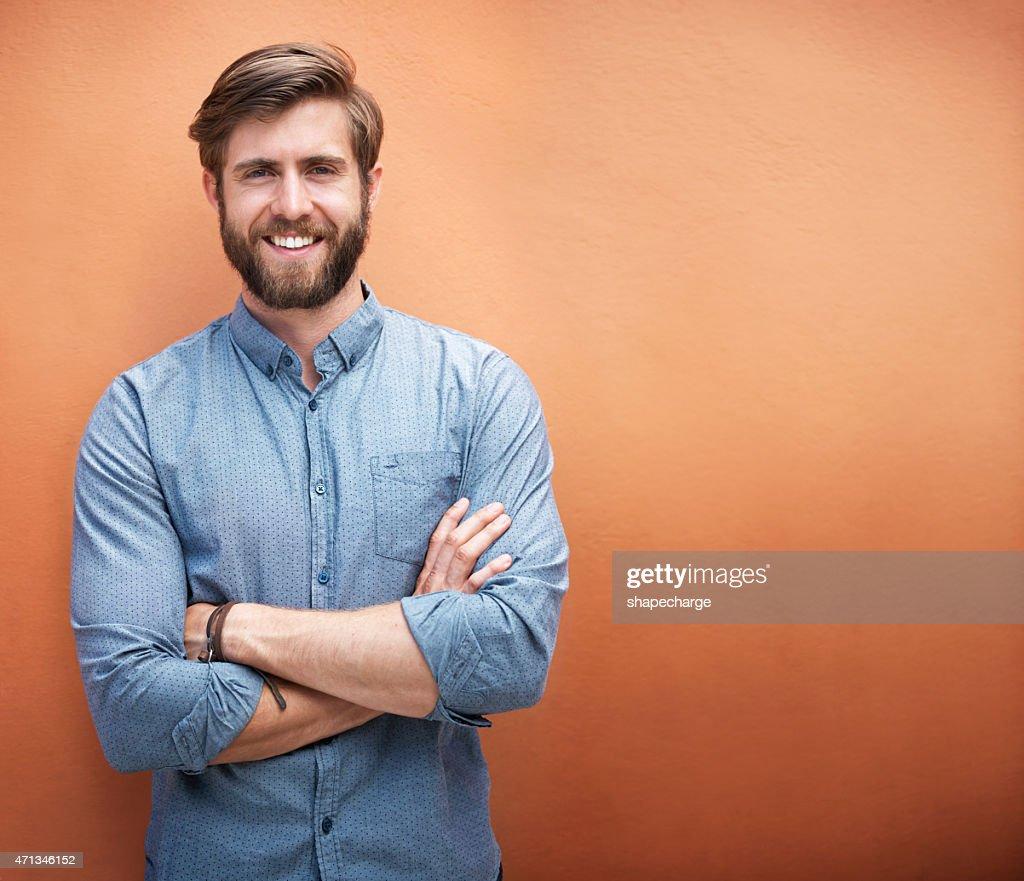 Er Stil und ein tolles Lächeln : Stock-Foto