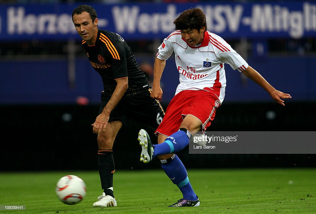 Heung Min Son of Hamburg scores his teams winning goal next to Ricardo Carvalho of Chelsea during a pre season friendly match between Hamburger SV...