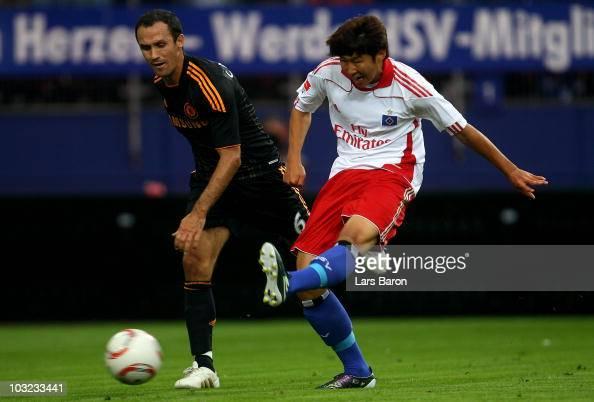 Heung Min Son of Hamburg scores his teams winning goal next to Ricardo Carvalho of Chelsea during a pre season friendly match between Hamburger SV...