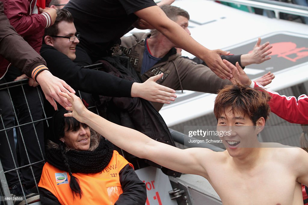 <a gi-track='captionPersonalityLinkClicked' href=/galleries/search?phrase=Heung-Min+Son&family=editorial&specificpeople=7118687 ng-click='$event.stopPropagation()'>Heung-Min Son</a> of Leverkusen shakes hands with supporters after the Bundesliga match between Bayer 04 Leverkusen and Werder Bremen at BayArena on May 10, 2014 in Leverkusen, Germany.