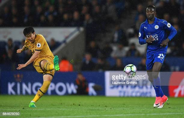 HeungMin Son of Tottenham Hotspur scores their fourth goal during the Premier League match between Leicester City and Tottenham Hotspur at The King...