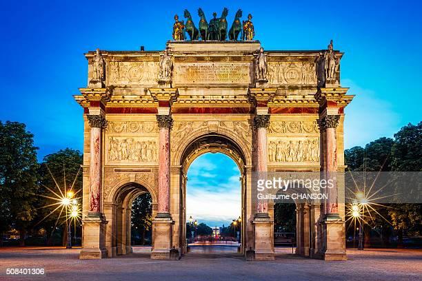Heure bleue au pied de l'Arc de Triomphe du Carrousel à Paris
