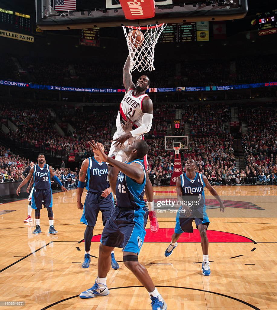 J.J. Hickson #21 of the Portland Trail Blazers dunks the ball against the Dallas Mavericks on January 29, 2013 at the Rose Garden Arena in Portland, Oregon.