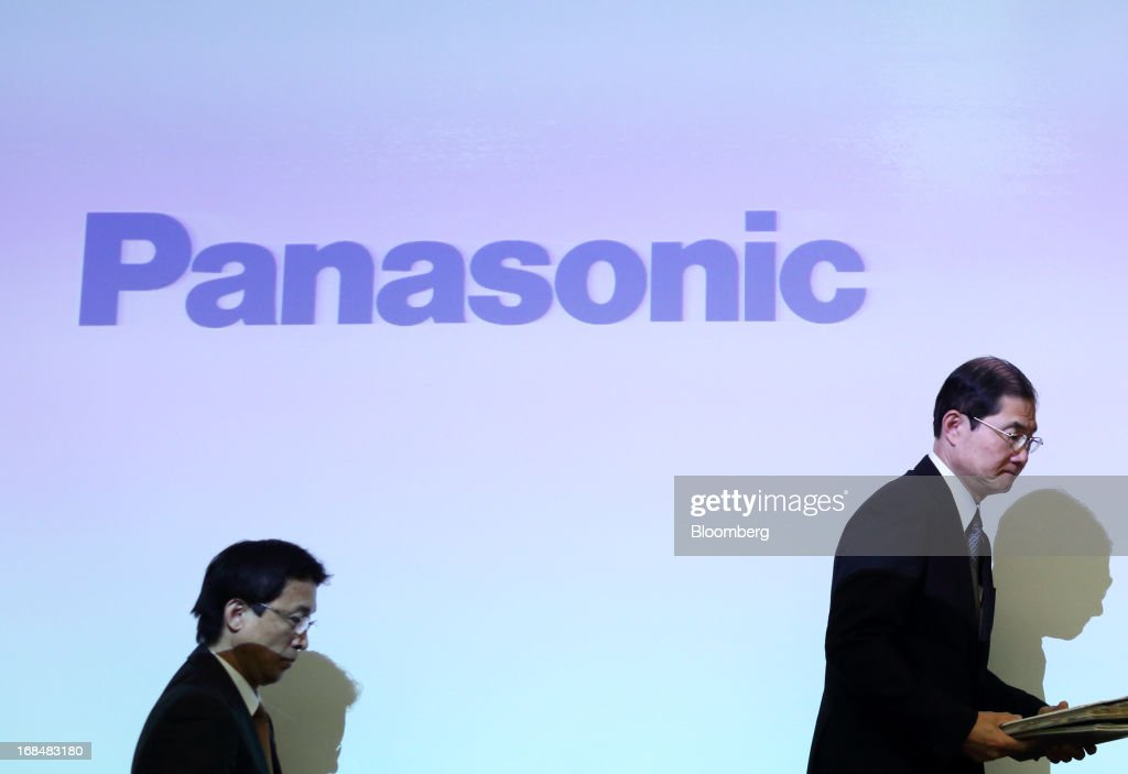 Hideaki Kawai, chief financial officer of Panasonic Corp., right, arrives for a news conference in Tokyo, Japan, on Friday, May 10, 2013. Panasonic Corp. forecast annual profit that missed analyst estimates after Japan's second-biggest television maker continued to lose market share to Samsung Electronics Co. and LG Electronics Inc. Photographer: Tomohiro Ohsumi/Bloomberg via Getty Images