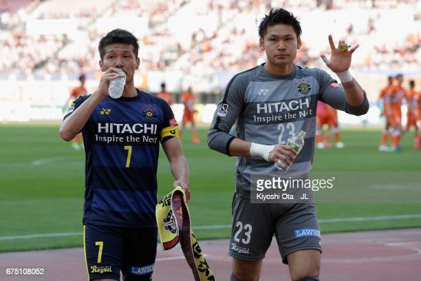 Hidekazu Otani and Kosuke Nakamura of Kashiwa Reysol celebrate their 10 victory in the JLeague J1 match between Albirex Niigata and Kashiwa Reysol at...