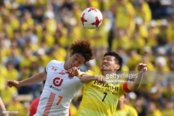 Hidekazu Otani of Kashiwa Reysol and Ataru Esaka of Omiya Ardija compete for the ball during the JLeague J1 match between Kashiwa Reysol and Omiya...