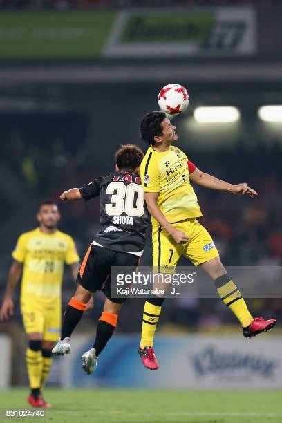 Hidekazu Otani of Kashiwa Reysol and Shota Kaneko of Shimizu SPulse compete for the ball during the JLeague J1 match between Shimizu SPulse and...