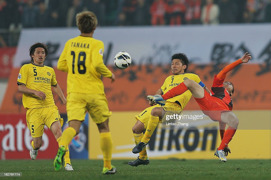 Hidekazu Otani (2nd-R) of Kashiwa Reysol competes for an aerial ball with Yang Hao (R) of Guizhou Renhe during the AFC Champions League match between Guizhou Renhe and Kashiwa Reysol on February 27, 2013 in Guiyang, China.