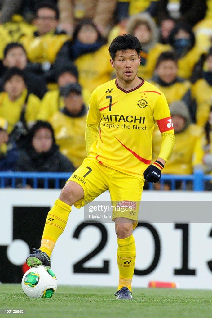 <a gi-track='captionPersonalityLinkClicked' href=/galleries/search?phrase=Hidekazu+Otani&family=editorial&specificpeople=7728463 ng-click='$event.stopPropagation()'>Hidekazu Otani</a> of Kashiwa Reysol in action during the J.League match between Kashiwa Reysol and Oita Trinita at Hitachi Kashiwa Soccer Stadium on March 30, 2013 in Kashiwa, Chiba, Japan.