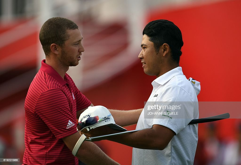 Hideki Matsuyama (R) of Japan and Daniel Berger (L) of the US shake hands after the final round of the World Golf Championships-HSBC Champions golf tournament in Shanghai on October 30, 2016. / AFP / JOHANNES