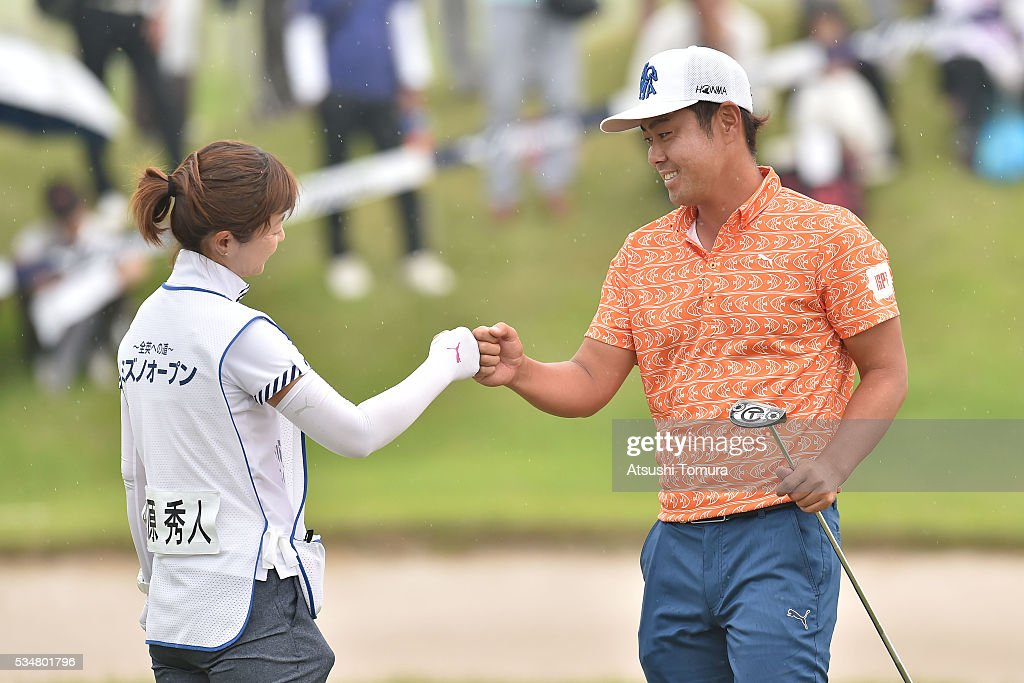 <a gi-track='captionPersonalityLinkClicked' href=/galleries/search?phrase=Hideto+Tanihara&family=editorial&specificpeople=966854 ng-click='$event.stopPropagation()'>Hideto Tanihara</a> of Japan celebrates after making his birdie putt on the 18th green during the 3rd round of the Mizuno Open at JFE Setonaikai Golf Club on May 28, 2016 in Okayama, Japan.