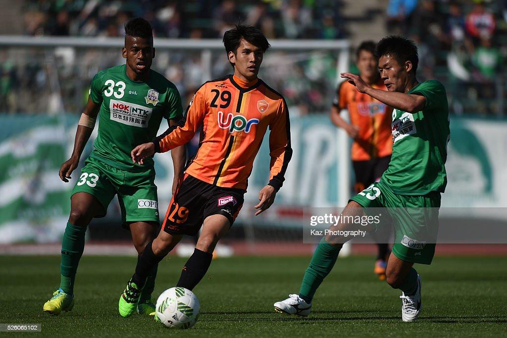 Hidetoshi Miyuki of Renofa Yamaguchi dribbles the ball under the pressure from Yuto Ono of FC Gifu during the J.League match between FC Gifu and Renofa Yamaguchi at the Nagaragawa Stadium on April 29, 2016 in Nagoya, Japan.