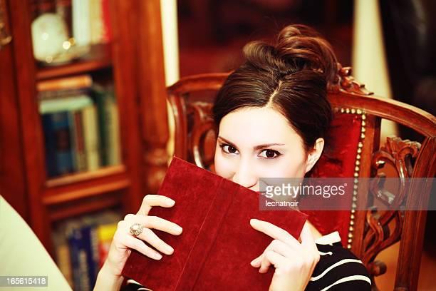 Nascondersi dietro il libro