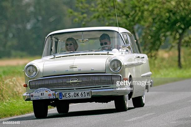 Von 2000 Km durch Deutschland Oldtimer Rallay 2007 Hier Opel Kapitaen PLV Bj1961 auf der Strecke zwischen Wolfsburg und Hannover