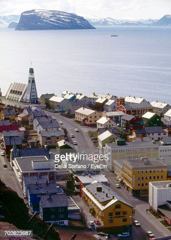 hammerfest single girls The region of lapland, situated between sweden and finland, is a popular tourist destination for those who want to experience the wonder of life within the arctic circle.