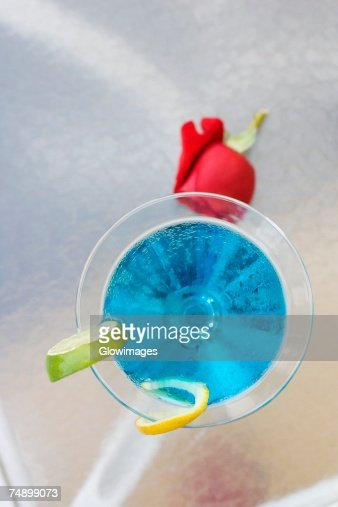 High angle view of a cocktail with slices of lime on the table : Stock Photo