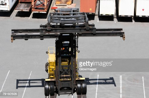 High angle view of a forklift with cargo containers in the background : Foto de stock