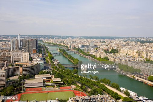 High angle view of a river passing through a city, Seine River, Paris, France : Foto de stock