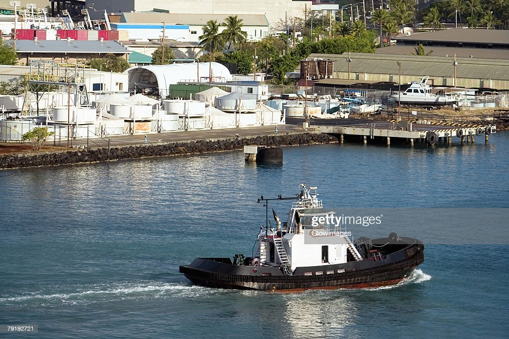 High angle view of a tugboat at a harbor, Honolulu Harbor, Honolulu, Oahu, Hawaii Islands, USA : Foto de stock