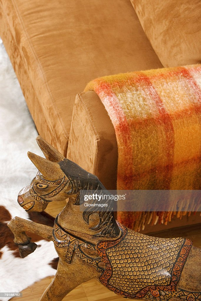 High angle view of a wooden horse near a couch : Foto de stock