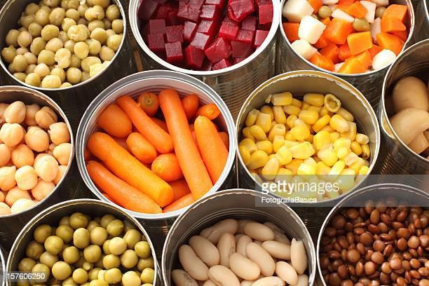 Vue grand angle des boîtes avec des légumes