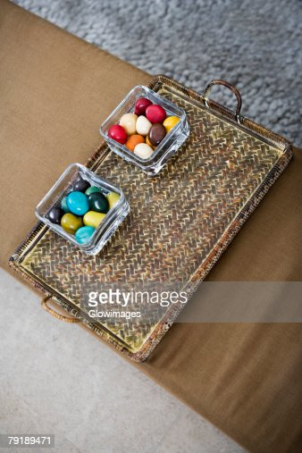 High angle view of colored stones in a serving tray : Foto de stock