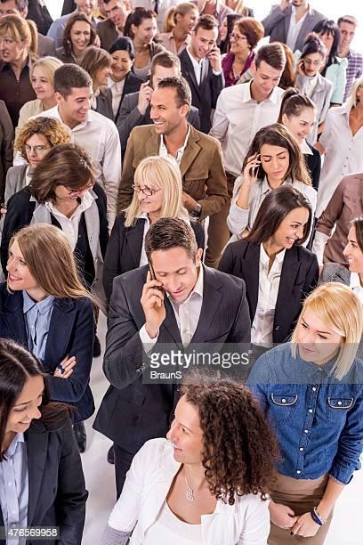 Erhöhte Ansicht von einer Menschenmenge von happy business Personen.