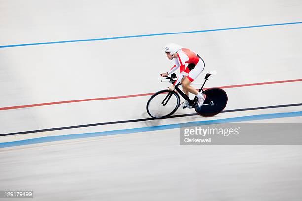 Erhöhte Ansicht von einer person Reiten Fahrrad in race