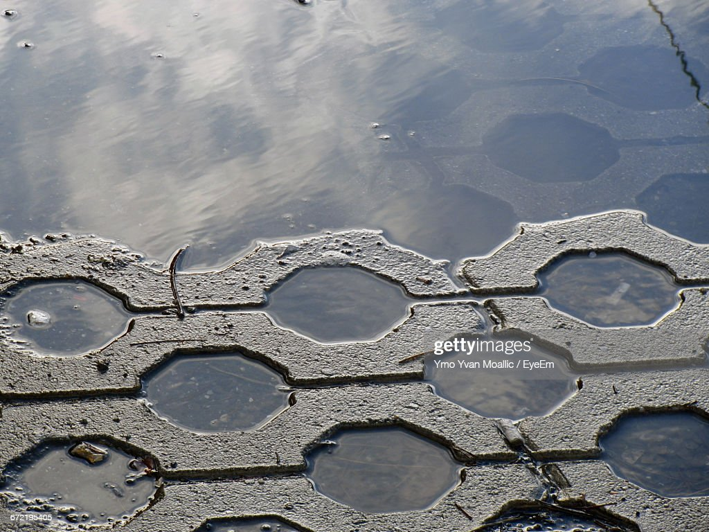 High Angle View Of Puddle At Roadside : Stock-Foto