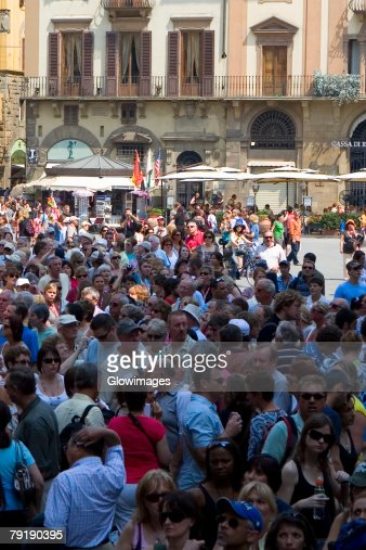 High angle view of tourists in a city, Piazza Della Signoria, Florence, Tuscany, Italy : Foto de stock