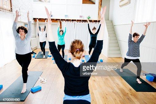 High Lunge, Utthita Ashwa Sanchalanasana, Yoga class, exercise studio