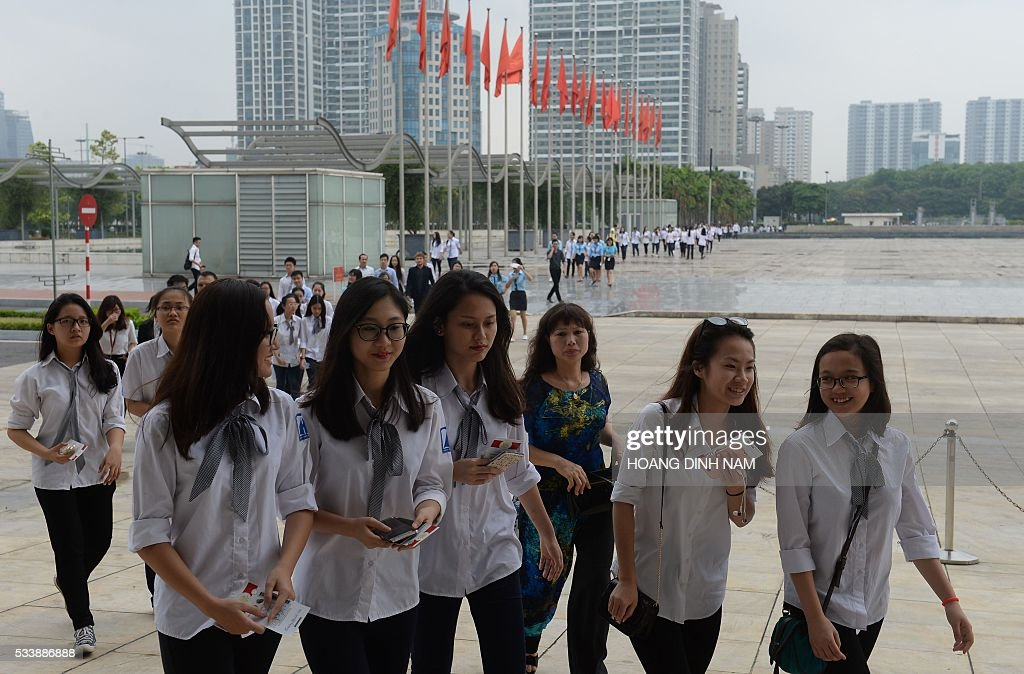 High school students arrives to enter the National Convention Center where US President Barack Obama will deliver a live-broacast speech in Hanoi on May 24, 2016. US President Barack Obama told communist Vietnam on May 24 that basic human rights would not jeopardise its stability, in an impassioned appeal for the one-party state to abandon authoritarianism. / AFP / POOL / HOANG