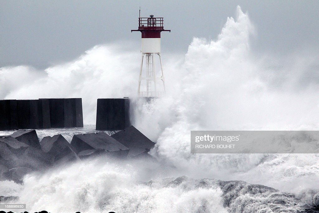 High waves hit the coastline on January 3, 2013 in Le Port, western part of French overseas' island of La Reunion, as cyclone Dumile approaches and authorities declare today a red alert that forbid people to leave their homes.