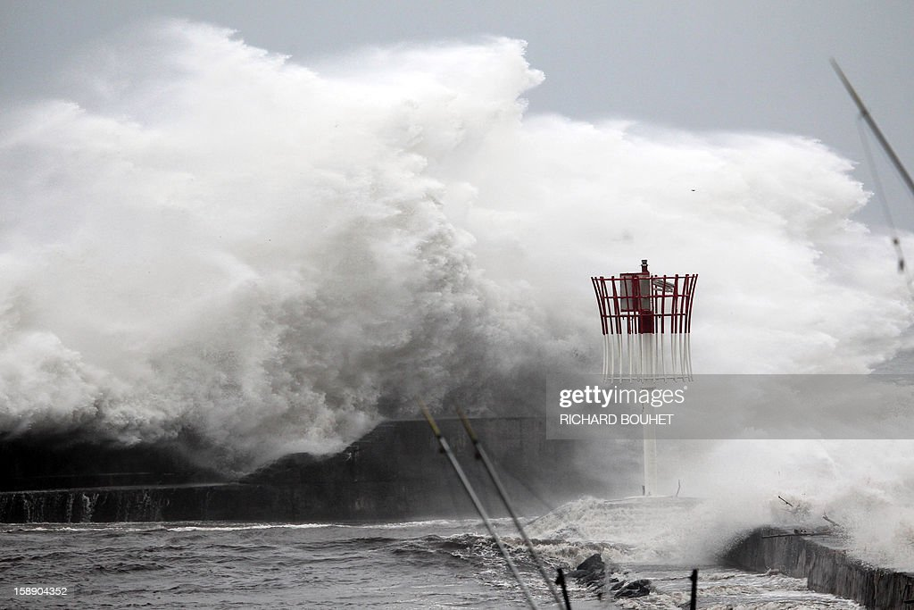 High waves hit the coastline on January 3, 2013 in Saint-Gilles, western part of French overseas' island of La Reunion, as cyclone Dumile lashed Reunion. Winds of up to 180 kilometres per hour (110 miles per hour) and torrential rain caused extensive damage to the electricity network after cyclone Dumile passed within 90 kilometres of the island's west coast at around 0900 GMT. AFP PHOTO / RICHARD BOUHET
