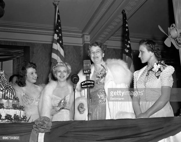 Highlights of the President's birthday celebration in Washington was cutting of the giant cake by Mrs Franklin D Roosevelt Left to right Lana Turner...