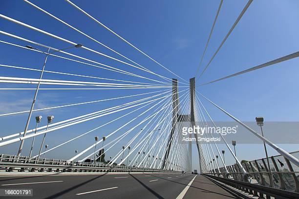 Autoroute et pont à haubans