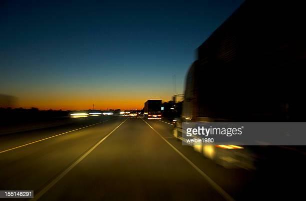 Highway in die Nacht