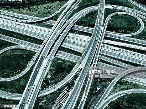 ハイウェイの陸橋、引き締まった画像