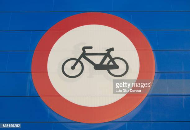 Highway signs prohibiting bicycles