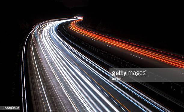 Dem Highway bei Nacht