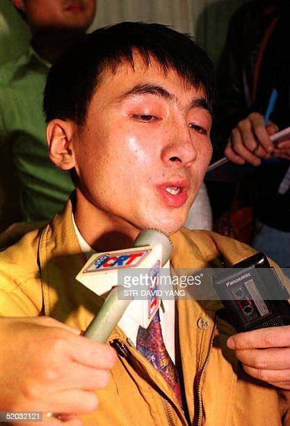 Hijacking suspect Qi Daquan is surrounded by reporters after he was taken to the airport police 12 December 1993 in Taoyuan Taiwan Qi an employee of...