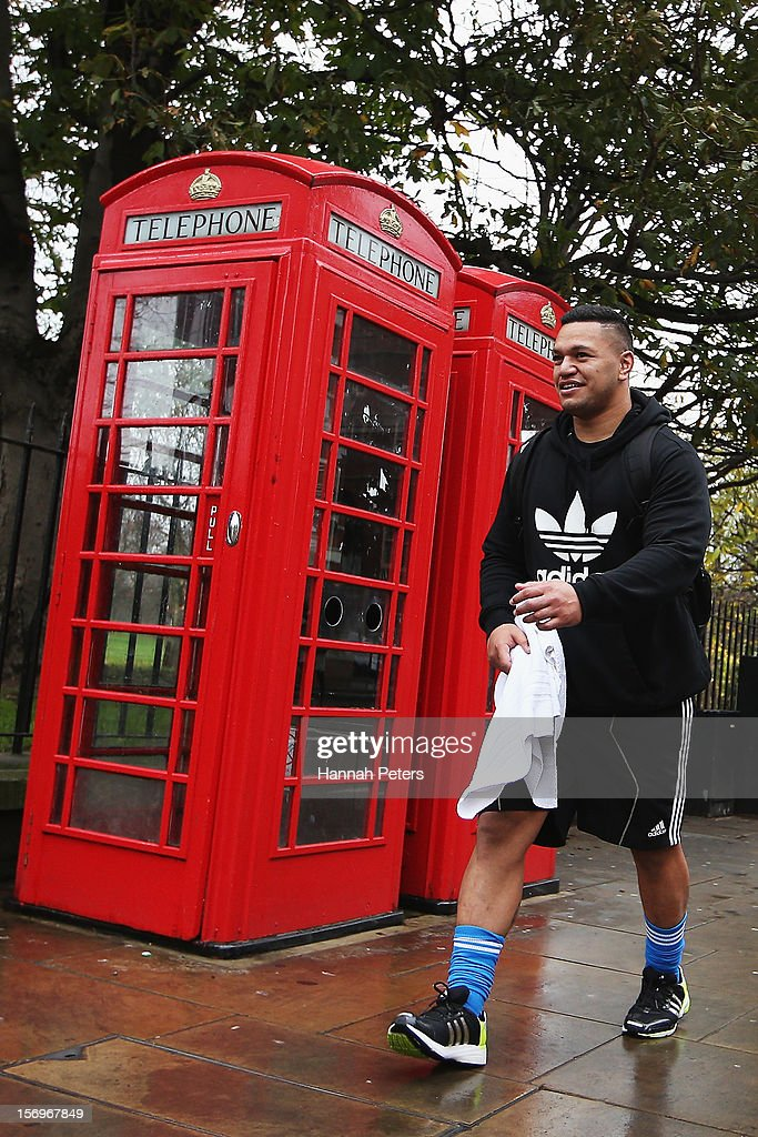 Hika Elliot of the All Blacks returns from a recovery session at the Imperial College on November 26, 2012 in London, England.