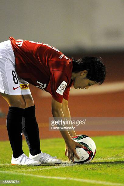 Hikaru Naomoto of Urawa Reds Ladies takes a corner kick during the Nadeshiko League match between Urawa Red Diamonds Ladies and Okayama Yunogo Belle...