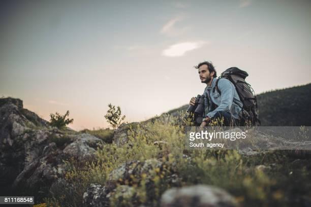 Wanderer Ausruhen auf die Berge