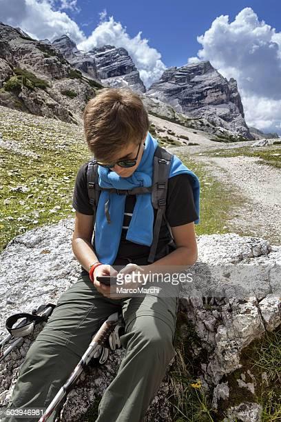 Wanderer mit mobilen Gerät