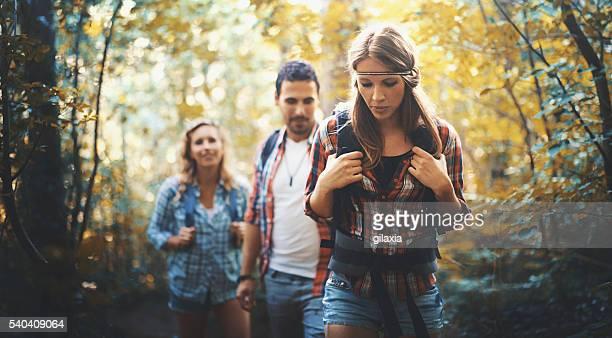 Les randonneurs en forêt.