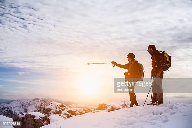 山のハイキングのトップ