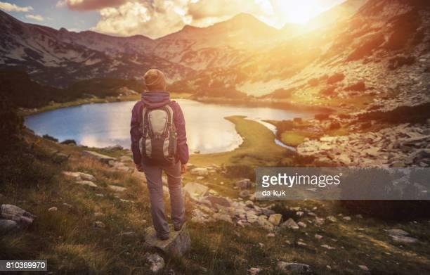 Wandelen in de bergen en geniet van een uitzicht van bovenaf