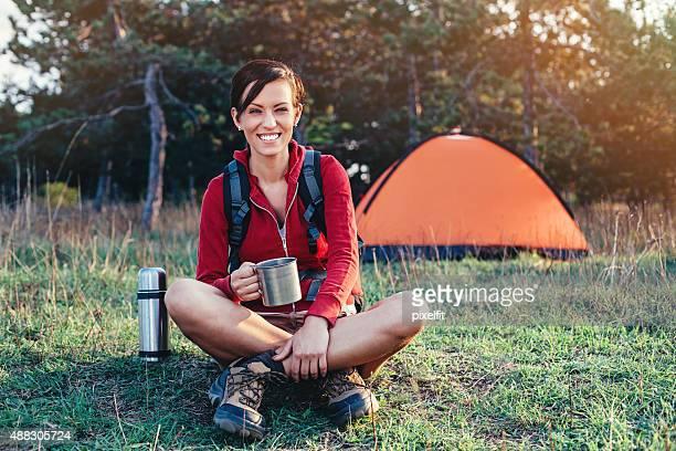 Jeune femme de randonnée